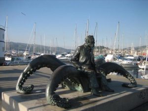 Скульптуры на набережной Виго