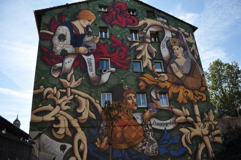Знакомство с современным искусством на улицах баскских городов