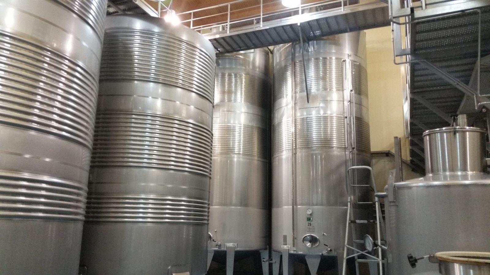 Посещение залов для ферментации в винодельне Фефинянес