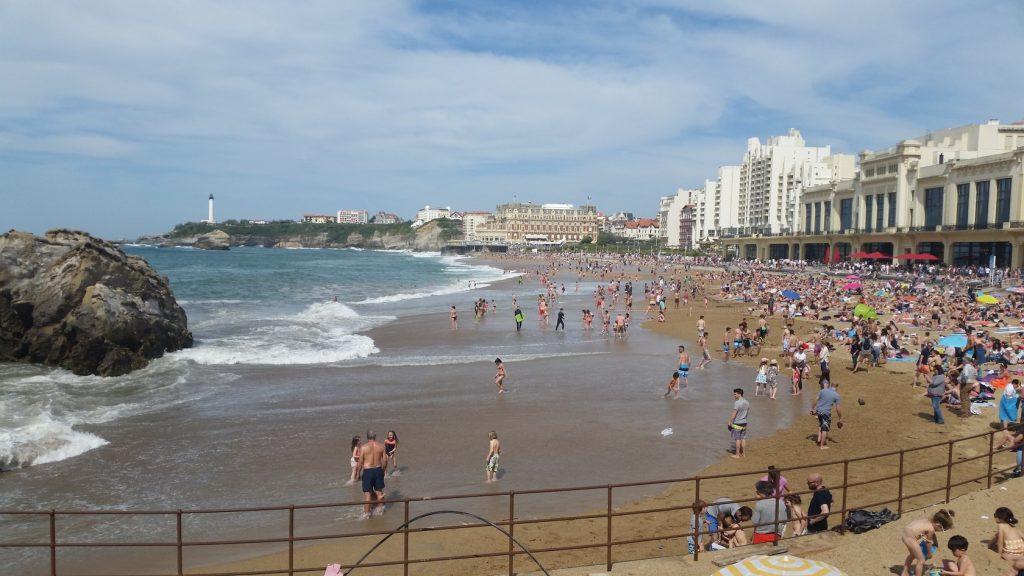 организация отдыха на песчаных пляжах Страны басков во Франции