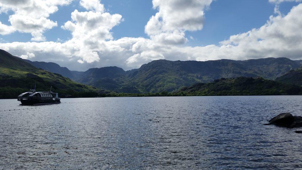 Экскурсии по озеру на катамаране