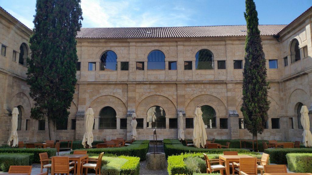 Знакомство с архитектурой зданий винодельни Абадия Ретуэрта