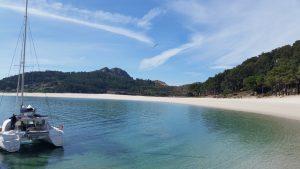 Поездки на катамаране к островам Сиес