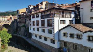 Знакосмтво с особенностями архитектуры северной Испании
