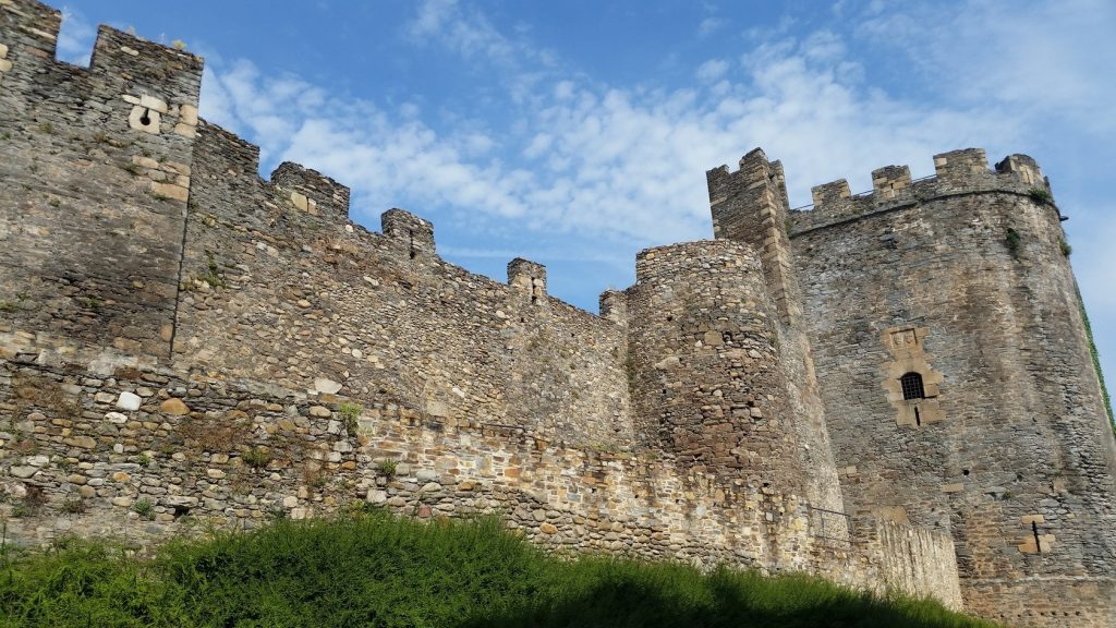 знакомство с архитектурой замков севера Испании