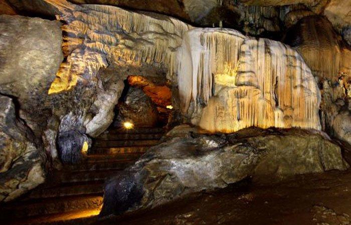 Визиты в доисторические пещеры с гидом по северу Испании