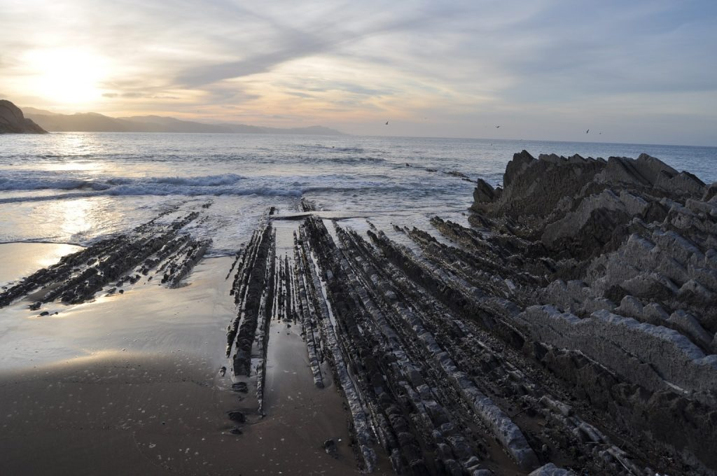 Знакомство с географическими особенностями побережья севера Испании