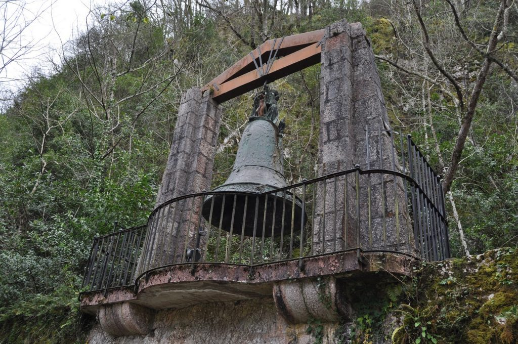 Экскурсия к монументам Ковадонги