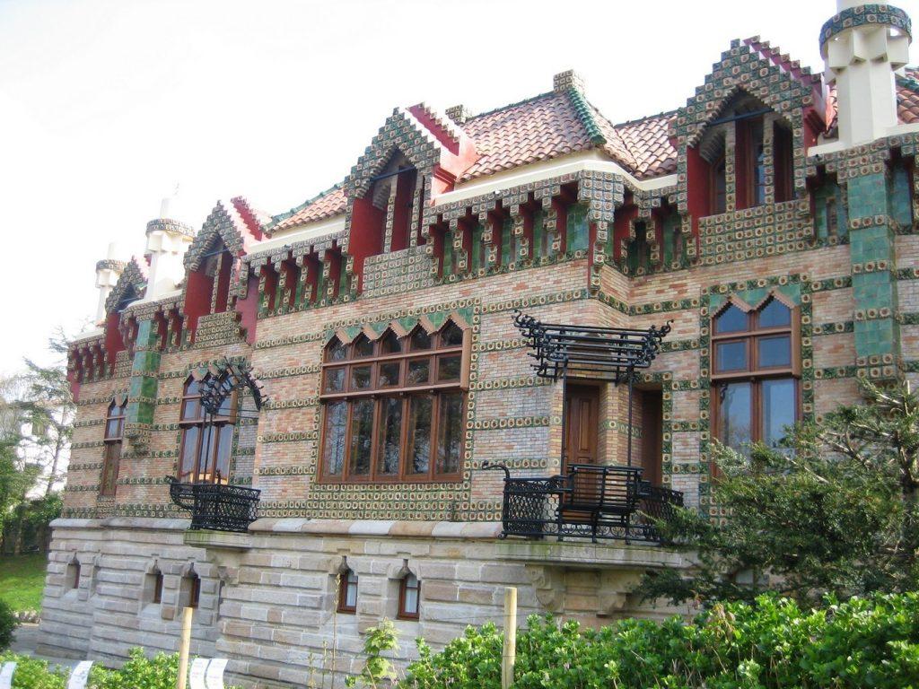 Знакомство с архитектурой Гауди на севере Испании