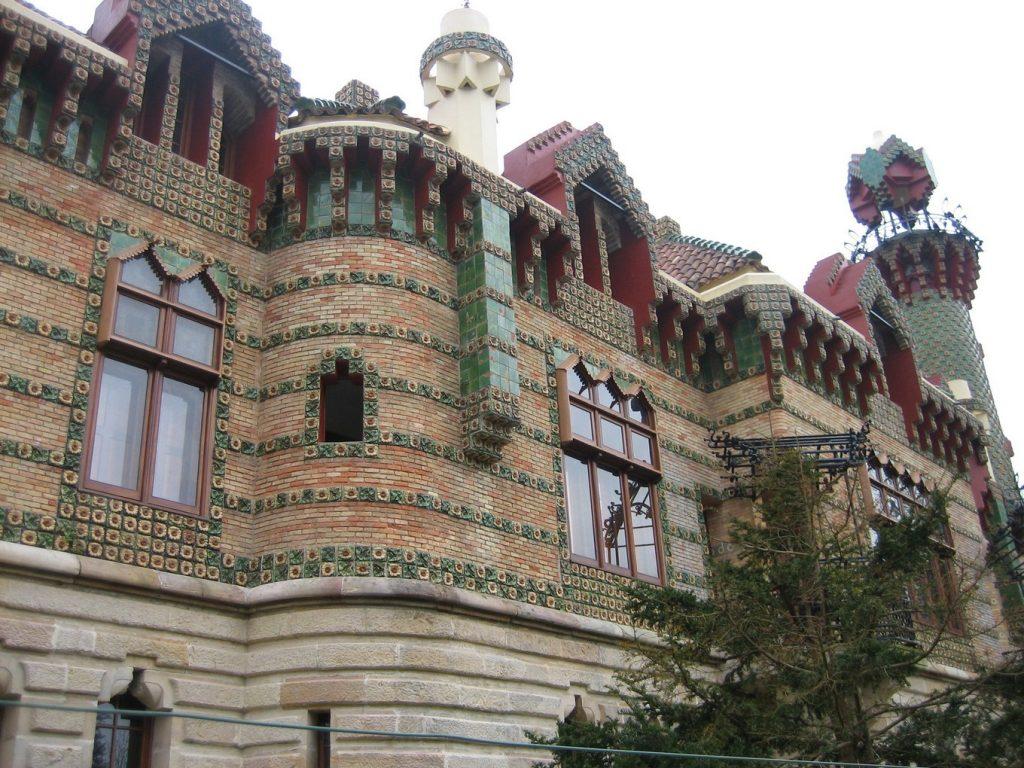 Экскурсии в сооружения Гауди на севере Испании