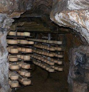 Экскурсии в карстовые пещеры района Кабралес