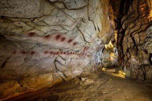 Посещение пещер с наскальными росписями