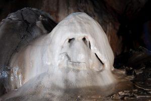 Экскурсии в пещеры со сталагмитами