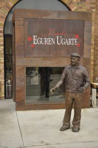 Интересная скульптура винодельни Эгурен Угарте