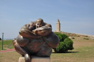 Скульптура героя греческой мифологии возле Геркулесовой Башни