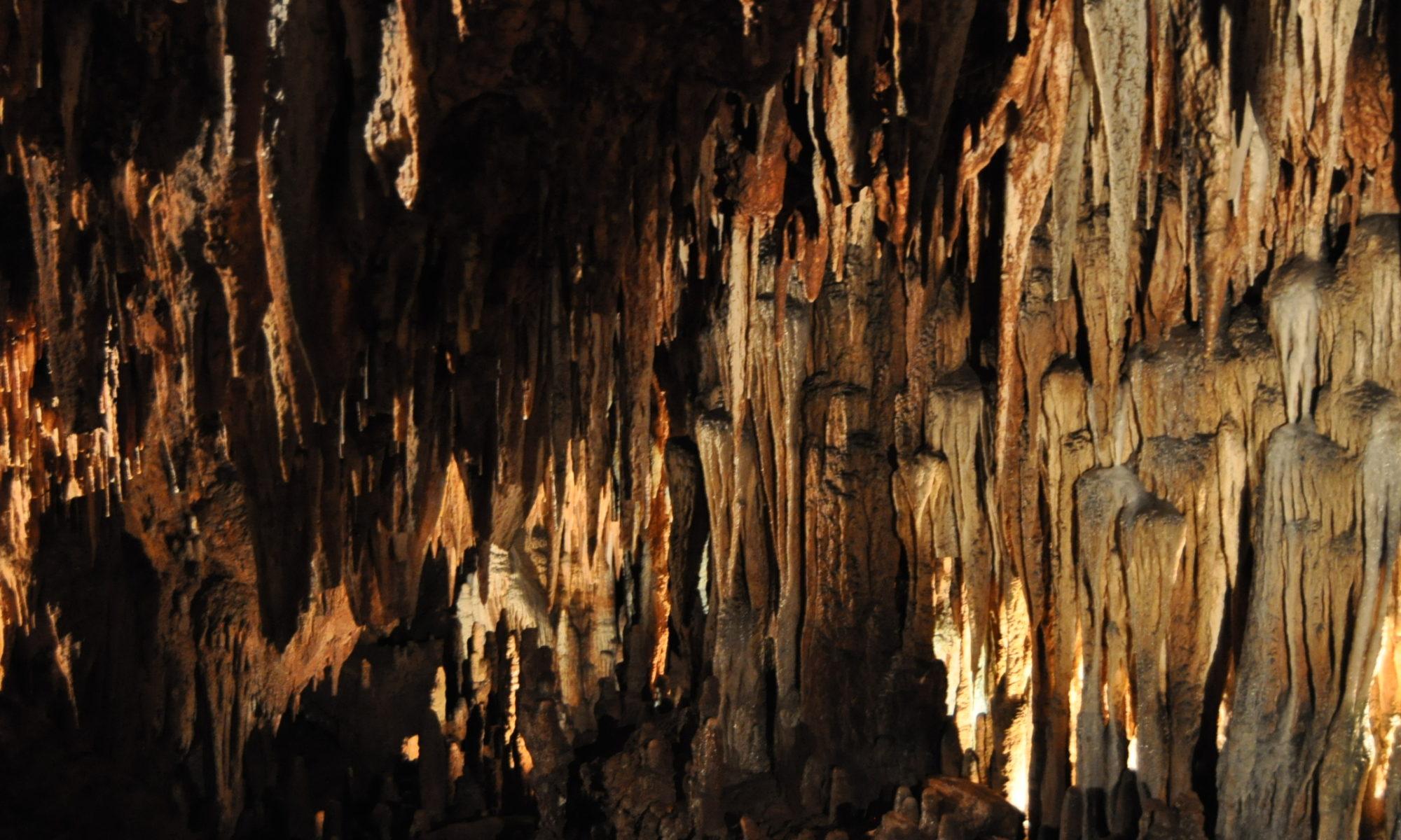 Экскурсии в карстовые пещеры севера Испании