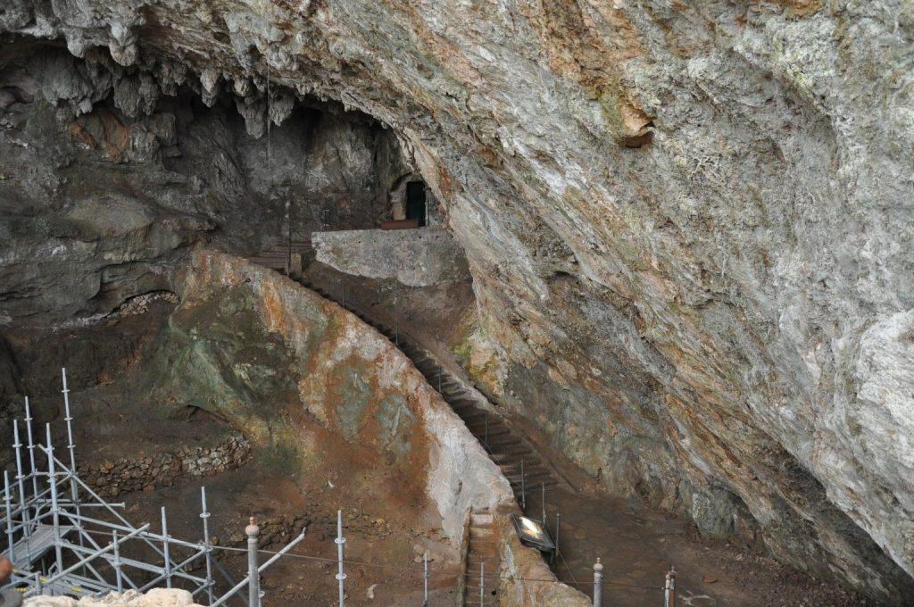 Визиты в доисторические пещеры с русскоязычным гидом по северу Испании