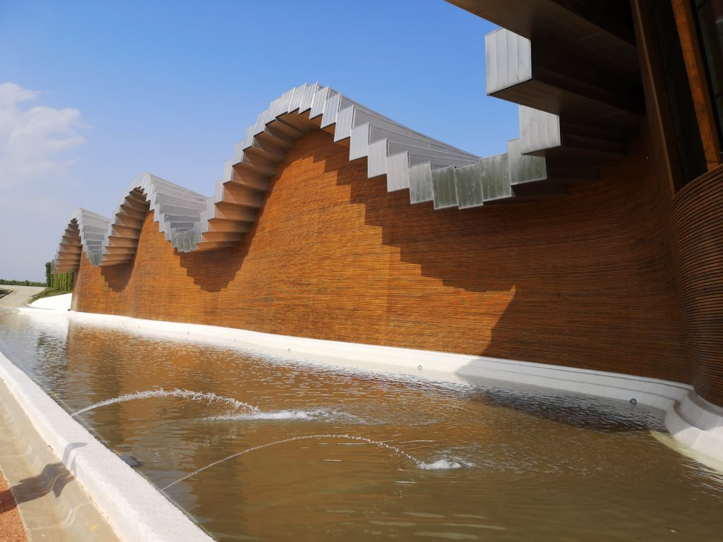 Знакомство с современной архитектурой Риохи