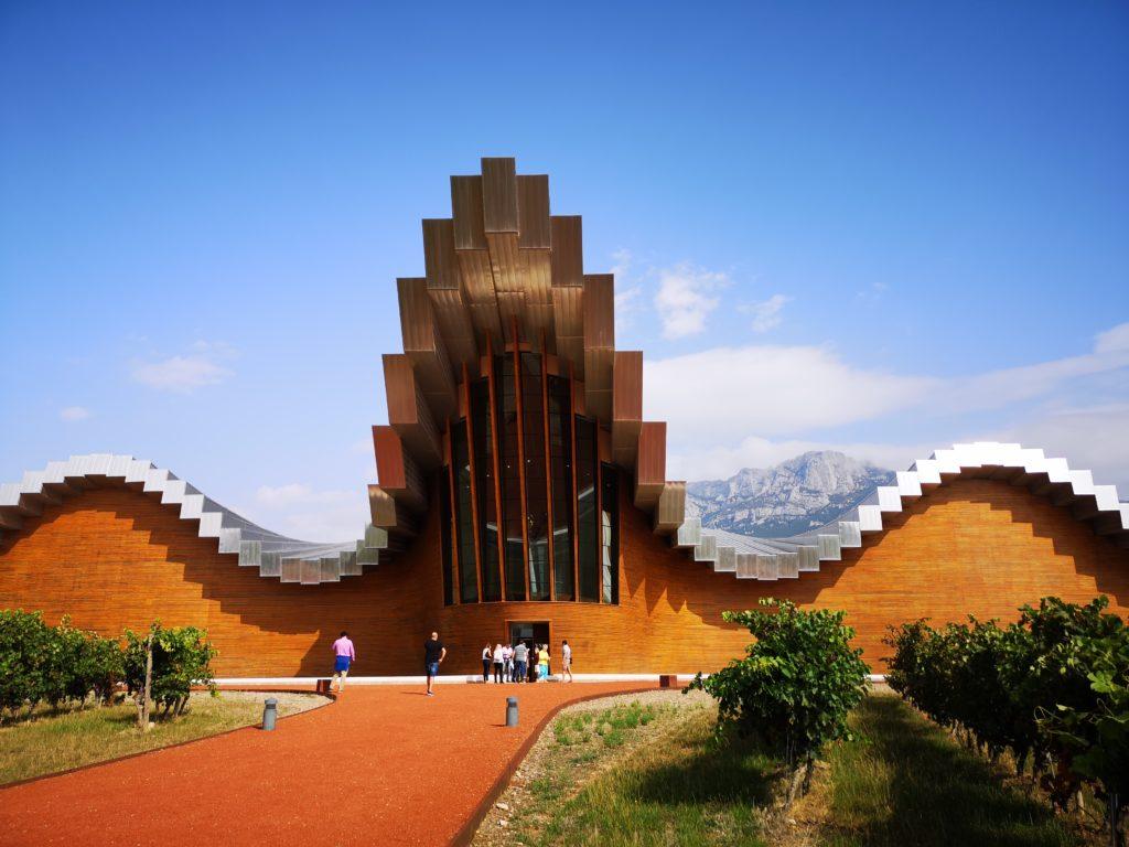 Знакомство с особенностями архитектуры винодельни Исиос