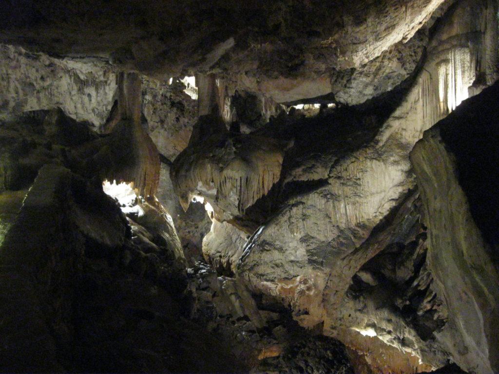 Карстовые пещеры Леона с гидом