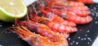 Gambas a la plancha – свежие креветки, зажаренные на гриле и посыпанные крупной морской солью.