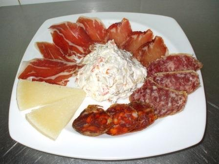 Embutido – различные виды колбасок, солонина.