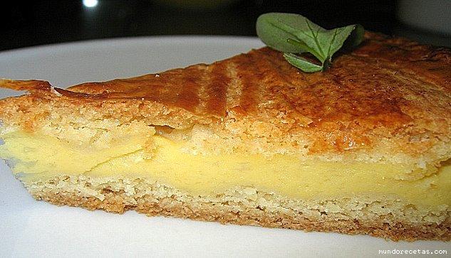 Pastel Vasco – пирог из песочного теста с кремовой начинкой.