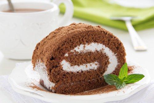 """Brazo gitano – """"рука цыгана» Рулет с шоколадной или кремовой начинкой, часто в тесто добавляют ром."""