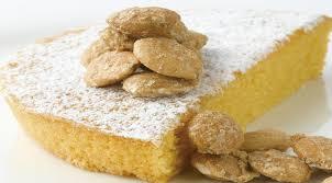 Tarta de Santiago –пирог из миндаля, который готовится из миндальной муки, очень популярен в Галиции.