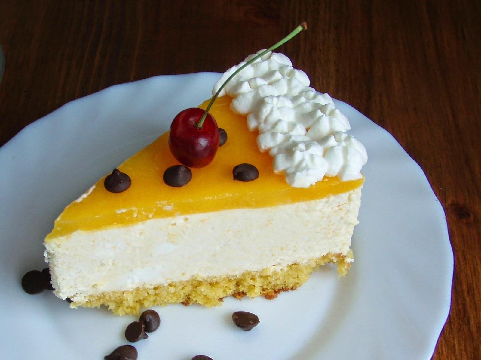 Tarta de whisky–замороженный торт, в его состав входит бисквит, яичный крем,карамель и крошки миндаля. Сверху поливается виски.