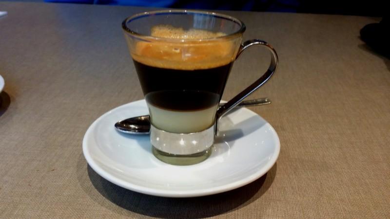 Cafe bombon – черный кофе со сгущенным молоком.