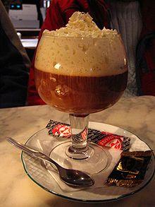 Cafe Irlandes– ирландский кофе. Черный кофе с виски и взбитыми сливками.