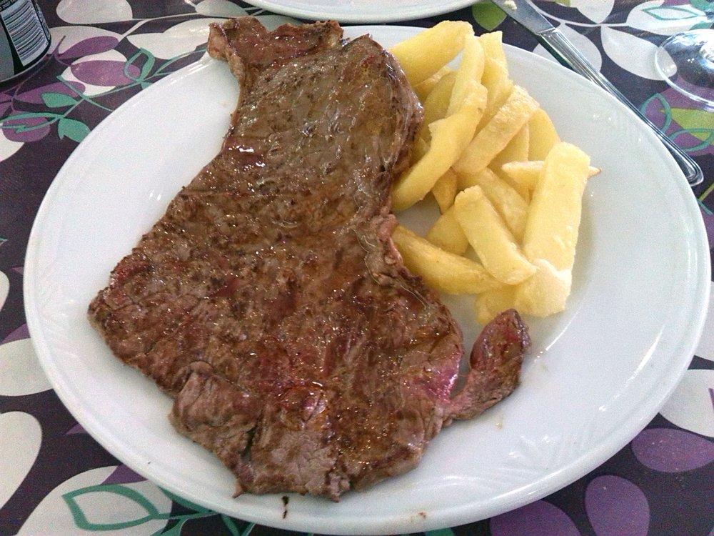 Filete de ternera –говяжье филе, готовится на гриле, чаще всего подается с картошкой фри.