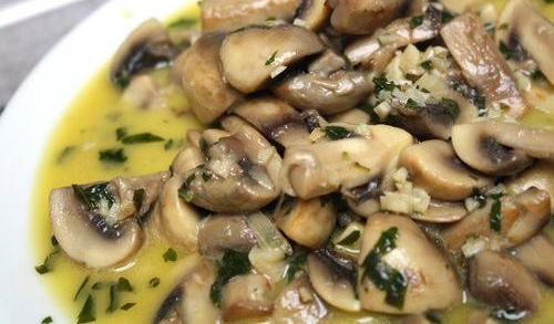 Champiñones al ajillo – жареные шампиньоны с чесноком