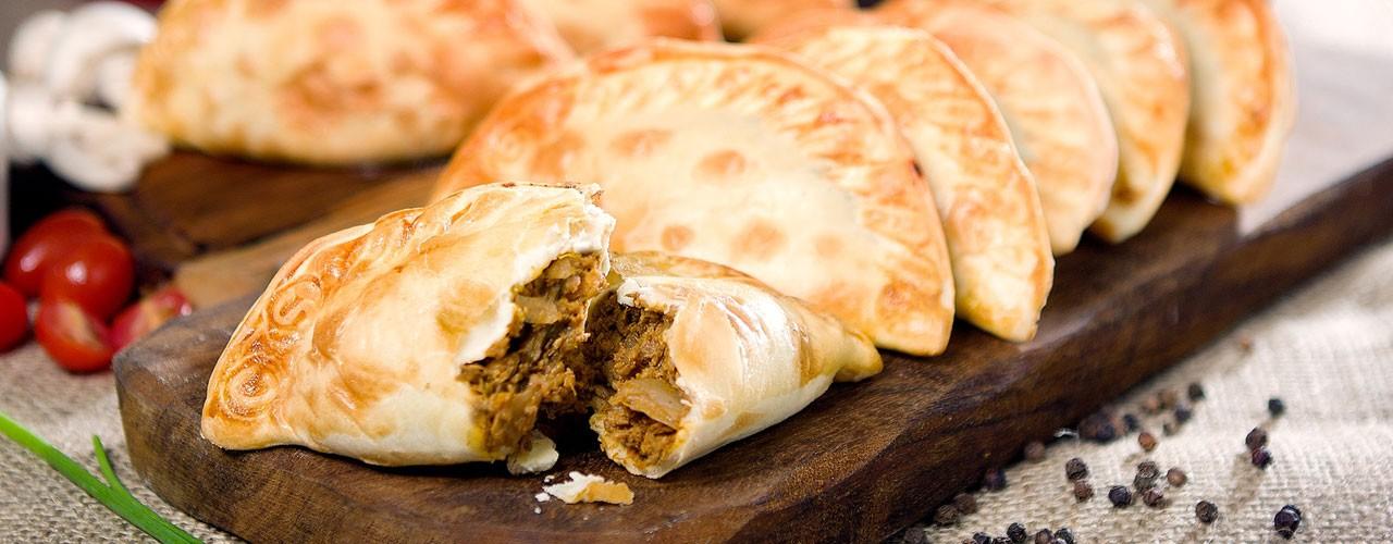 Empanadillas–жареные плоские пирожки с начинкой из мяса, рыбы или грибов