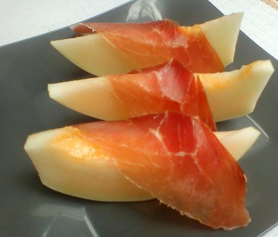 Melon con Jamon – кусочки дыни с тонко нарезанным хамоном.