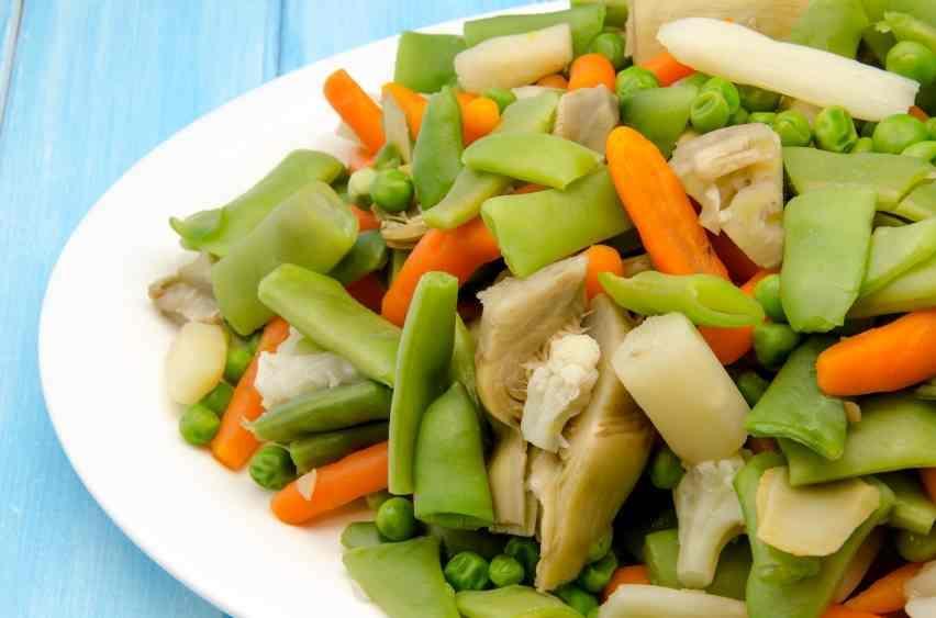 Menestra de verduras – свежие тушеные овощи (стручковая фасоль, артишоки, горох, морковка) с ветчиной.
