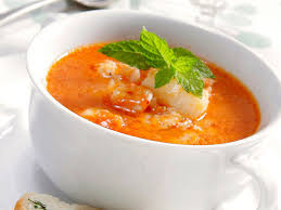 Sopa de pescado – рыбный суп, чаще всего из хека с добавлением креветок, лука, сухариков и белого вина.