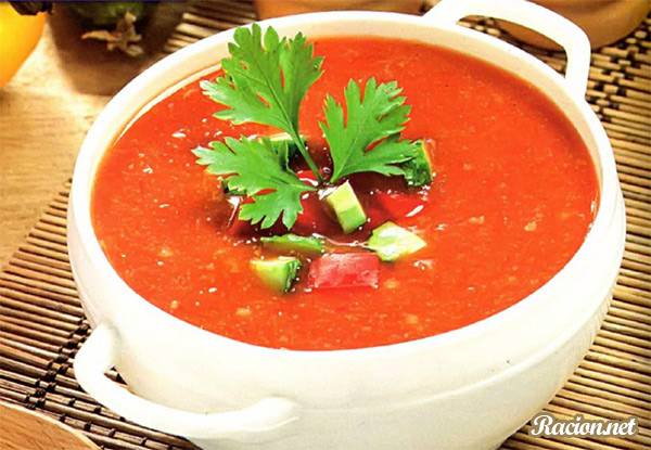 Gaspacho – холодный суп из помидоров, огурцов, перца, лука и томатного сока. Готовится без термической обработки из свежих овощей Популярен на юге Испании.