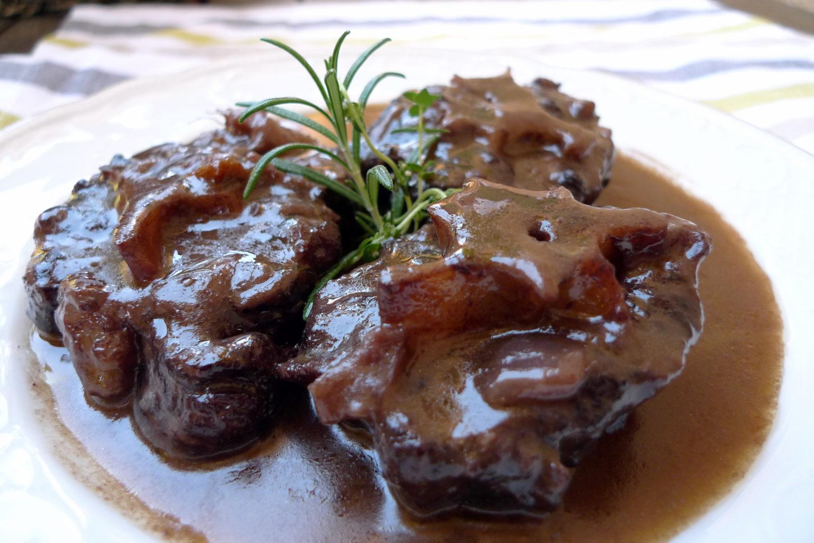 Rabo de toro – тушеный в красном вине бычий хвост.