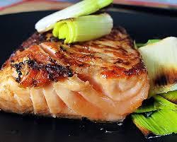 Salmon – филе лосося, как правило, приготовленное на гриле. Подается с овощами или вареной картошкой.