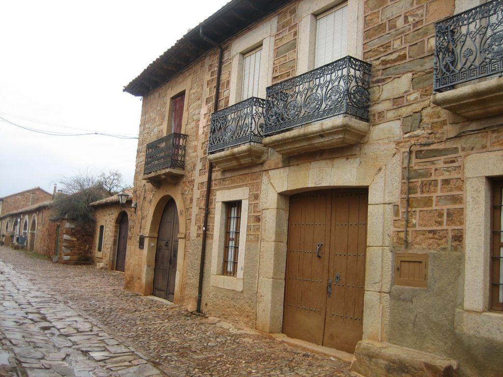 знакомство со старинной архитектурой северных регионов Испании