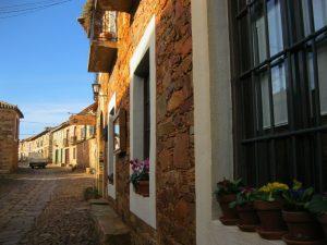 Знакомство с особенностями деревенской архитектуры Леона