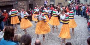 Танцы на ходулях в Ангиано